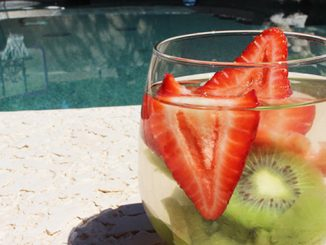strawberry and kiwi detox water
